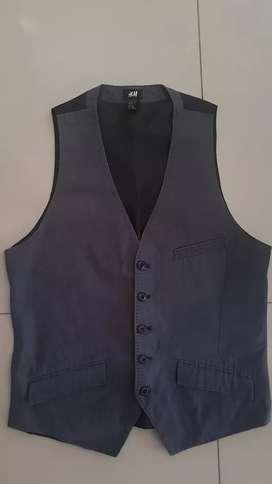 Vest merek H&M murah, size 48