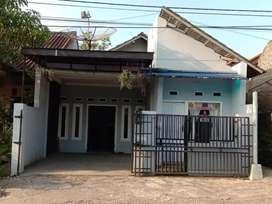 Rumah Pinggir Jalan Raya
