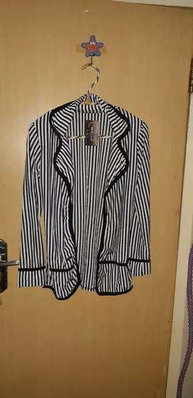 Cardigan salur hitam putih