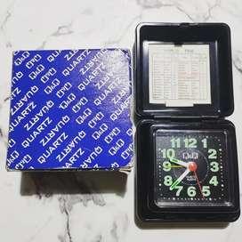 Jam alarm Q&Q table clock mini portable jam meja analog