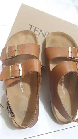 Sepatu sendal coklat