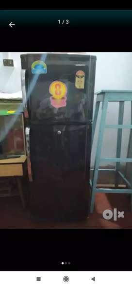 SAMSUNG DOUBLE DOOR FRIDGE (BLACK)