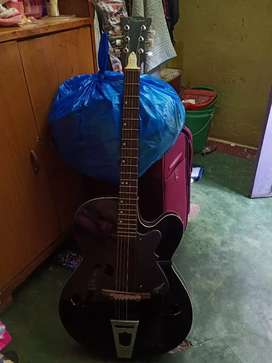 Very good condition guitar
