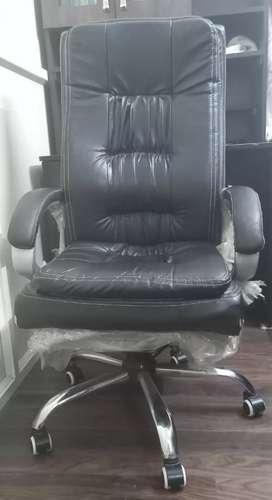 Comfortable Revolving Boss Chair