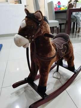 Mainan kuda kudaan / Rocking horse