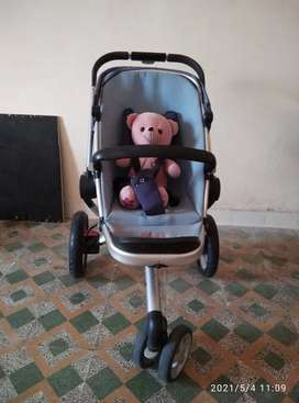 Quinny stroller _- fully folding CASH ONLY