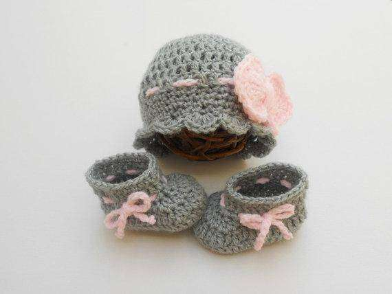 Crochet hat and shoes for baby winter dress 0