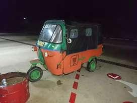 Bajaj orange roda tiga