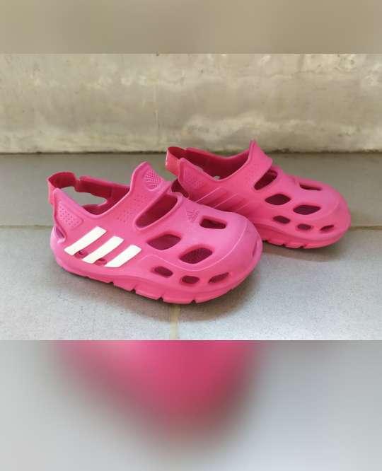 sepatu sandal anak adidas adilette preloved 0