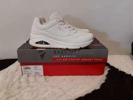 Sepatu skechers putih ori