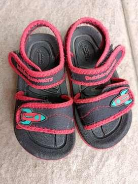 Sepatu sendal bata
