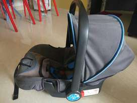 Carry cot /Car chair/baby rocker