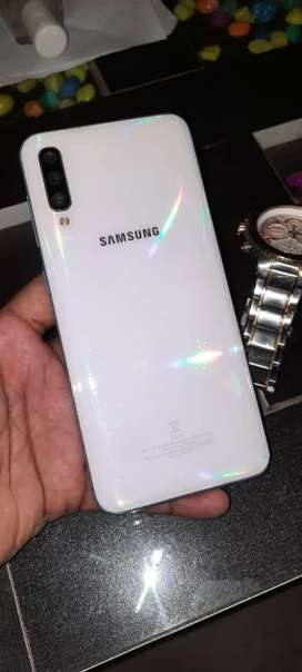 Samsung a50 exclent condition pearl white color pls no beginning .