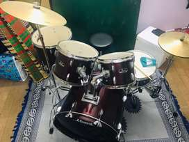 Pearl Roadshow 5Pc Drumset with stands and Crymbals