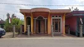 Rumah Pinggir Jalan
