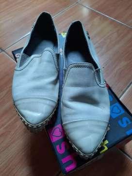 Sepatu gosh like new lengkap box