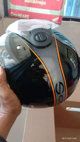 Helm scoopy hitam,  dijual karena udah banyak helm, masih baru