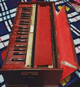 Harmonium old and very good condition
