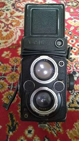 beautiful Yashica Mat 124 G vintage camera made in Japan 1970s