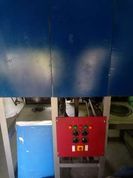 Paper plate and bowl making machine