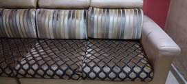 Wants to sell used sofa