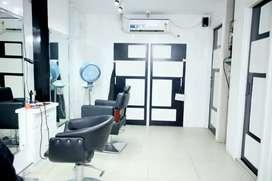 Eleanor Unisex Salon
