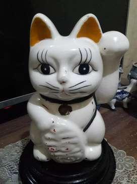Patung kucing maneki neko 168