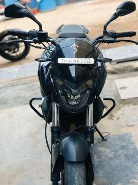 Bajaj dominor 400