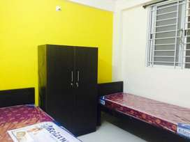 Double sharing room for girls available in gtb nagar