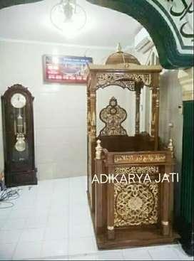 Mimbar masjid khotbah ceramah masjid kayu jati.  .