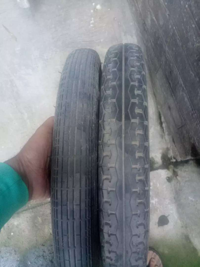 Very good condition tyres and tube of Honda 125 0