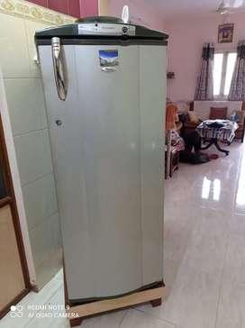 Whirlpool 260L fridge