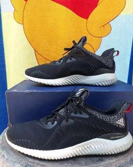 Sepatu sneaker running adidas alphabounce M ori not nike