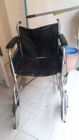 WHEEL CHAIR USED BUT GOOD CONDITION