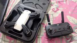 Dji spark with controller in very good condition.