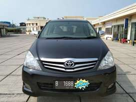 Toyota innova G at 2011 , tangan pertama dari baru