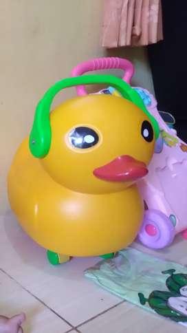 Mainan bebek dorong warna kuning