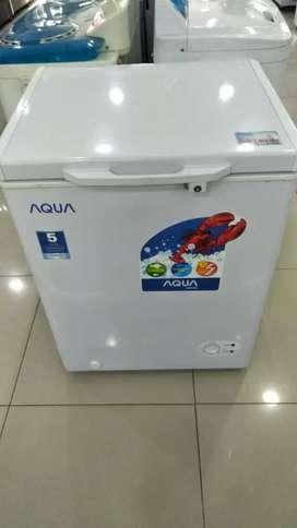 Freezer ikan Aqua kredit via megazip