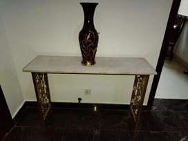 Consol with marbel top