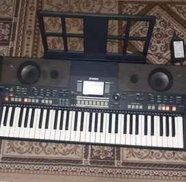 Keyboard Yamaha psr S550 (masih sangat mulus)