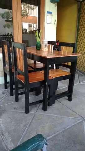 Meja kursi makan senderan