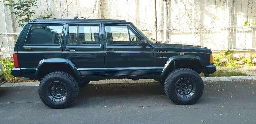 Jual cepat BU : Jeep Cherokee XJ limited A/T 4.0 1996 Hijau metalik 0