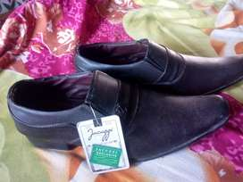 Casual shoes brand