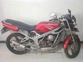 Di jual motor ninja R super kips warna merah tahun 2010