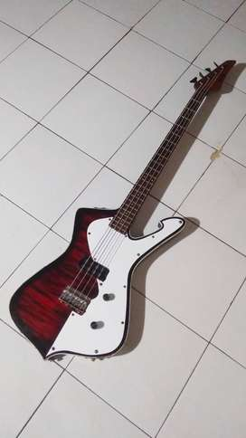 Bass Ibanez 4 string
