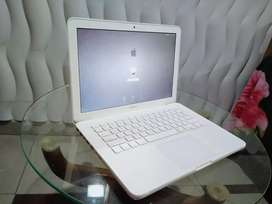 MacBook Apple DDR3 10 by 10 mint condition