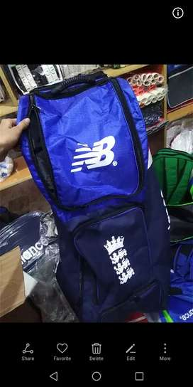 Sports bag and traveling bag available cricket duffle bags. syenthic