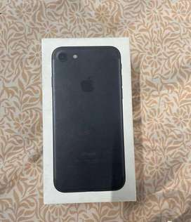 Iphone 7 128gb with box charger