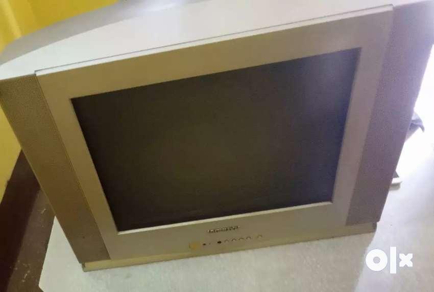 Hundai TV big 24 inch box 0