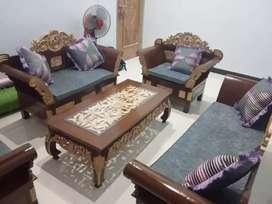 Sofa tamu madura di